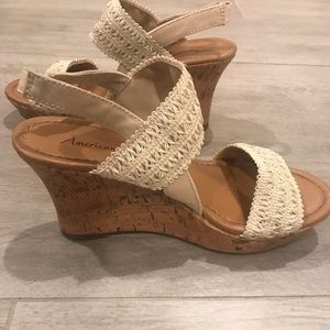 American Eagle Creme Lace Wedges